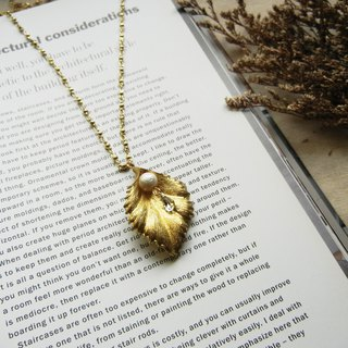 *coucoubird*Diamond drop necklace on leaf