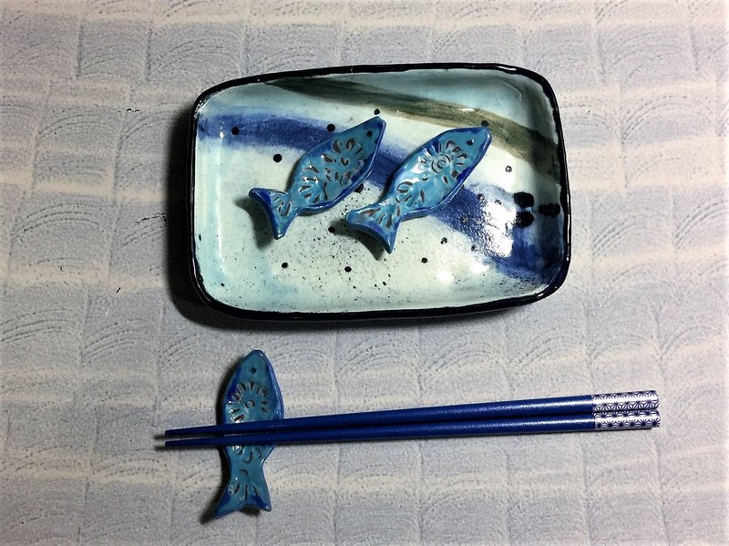 Blue fish dried chopsticks _ pottery chopsticks rack