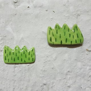 Grass ceramic pin