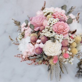 Amor Floral - Stationed in the heart of dried flowers bridal bouquet