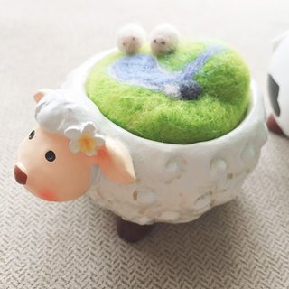 Basin World _ wool felt micro landscape decoration. sheep
