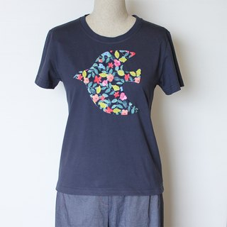 Flying bird, flowers and leaves, short sleeve t-shirt