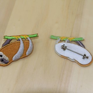 Cloth Embroidery Pin - Small Sloth Series Horizontal Sloth Stand (Single)