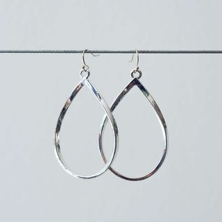 Sleek Silver Tear Drop Earrings (piercing)