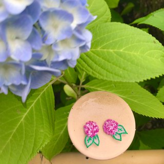 Handmade embroidery // Hydrangea skin pierced earrings/pink// can be clipped