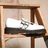 《Dr. Martens Shoes》白色雕花娃娃鞋 DMG11
