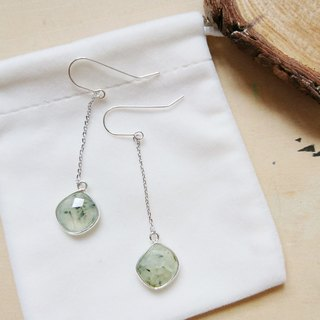 Free postage : Dangle Prehnite Earrings | Able to change into clip on