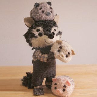 Two hands two hands! Wool felt handmade three pigs and wild wolf spot