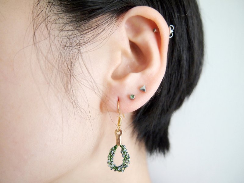Noble black transparent green copper hand-woven beads earrings BUE005