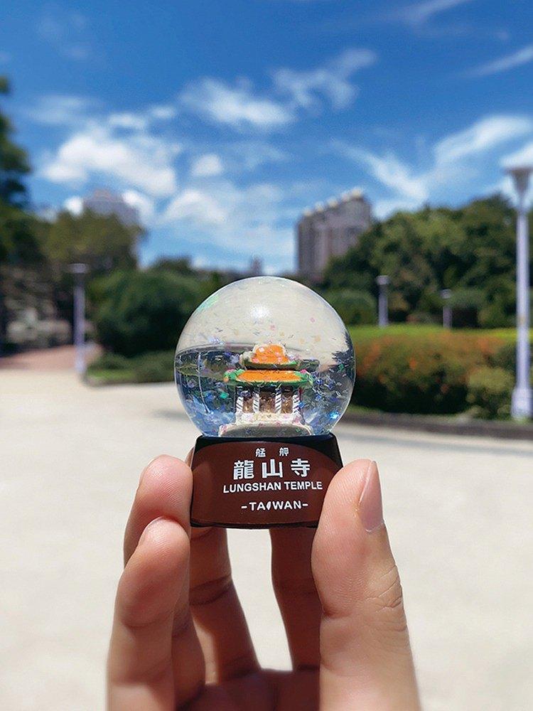 台灣水晶球 / 雪花球- 龍山寺