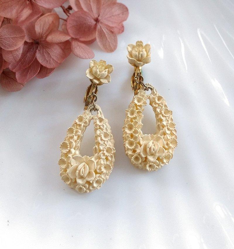 西洋古董飾品。賽璐珞塑料首飾系列 垂墜 水滴玫瑰小花  夾式耳環