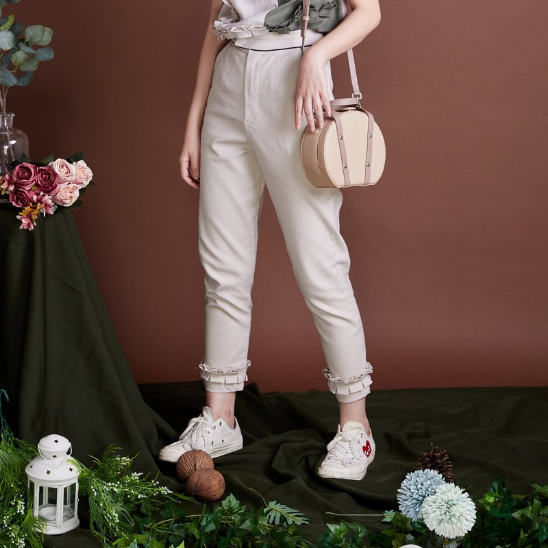 Dreamy Pants with Beautiful Frills - Cream