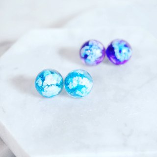 A Handmade blue sky and white hemisphere earrings/ear clips