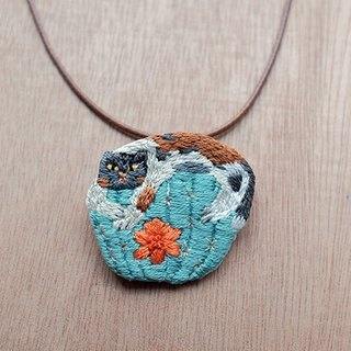 by.dorisliu- Gray cat and cactus brooch/ necklace