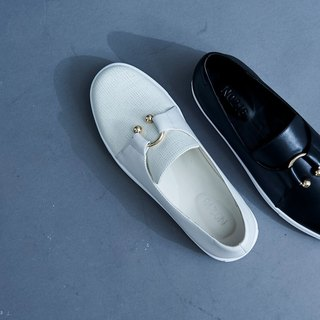 Golden U buckle round leather casual shoes white