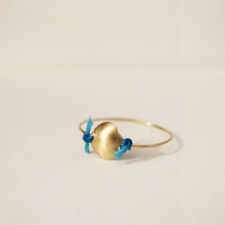 18 karat gold ring: Single (M) Blue