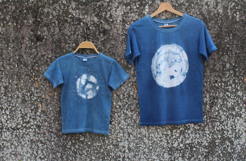 自在染isvara 手工藍染蠟染 純棉T-shirt 宇宙系列 地球   /親子裝/全家幸福裝/童裝