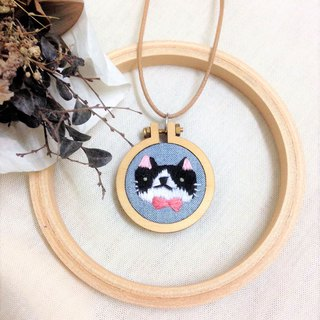 Mini Hand Embroidery - Black and White Brunswick Necklace