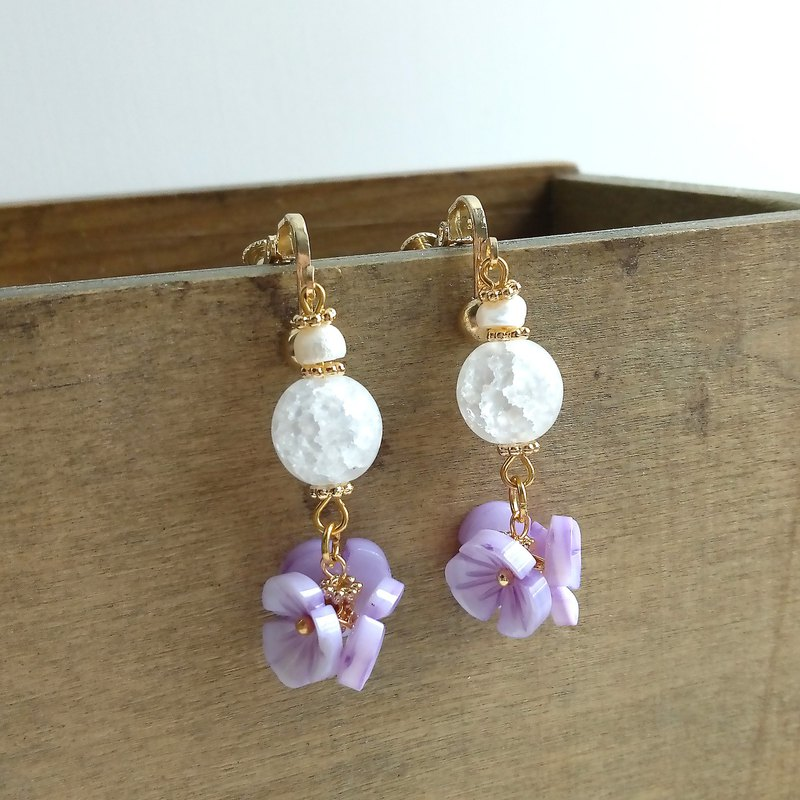 Aiyana Flower Series Natural Freshwater Pearl Ice Cracked Pearl Shell Flower Earrings - Ear/ear clip
