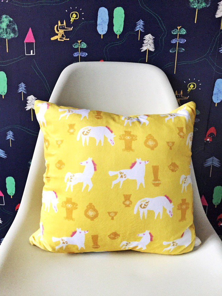 Small white horse pillow horse with vase yellow fluffy pillow - with pillow