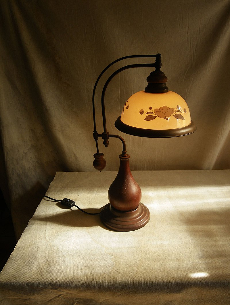 [OLD-TIME] Early large country style glass table lamp with wooden base