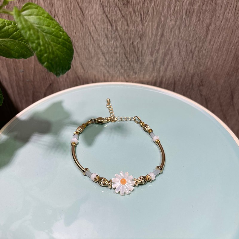 [Chestnut flower] small fresh daisy bracelet-light blue