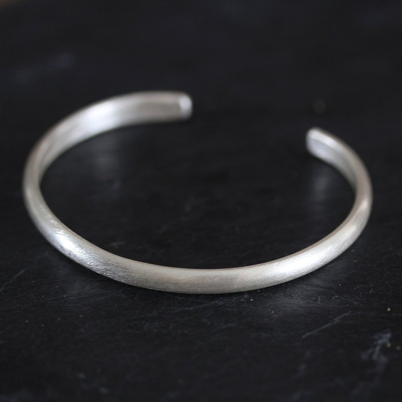 Thai Karen simple open bangle with etched texture in half-round silver wire profile -large (B0064)