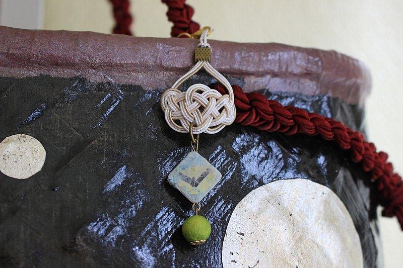 Omikuji結日本紙,白松mizuhiki結和黃綠色日本紙球錶帶