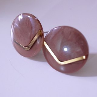 Tea brown gold V retro earrings L (pin type)