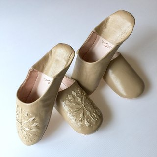 Elegant Babush Shot Broderly with hand-sewing embroidery and simple soft ocher color 2-foot set