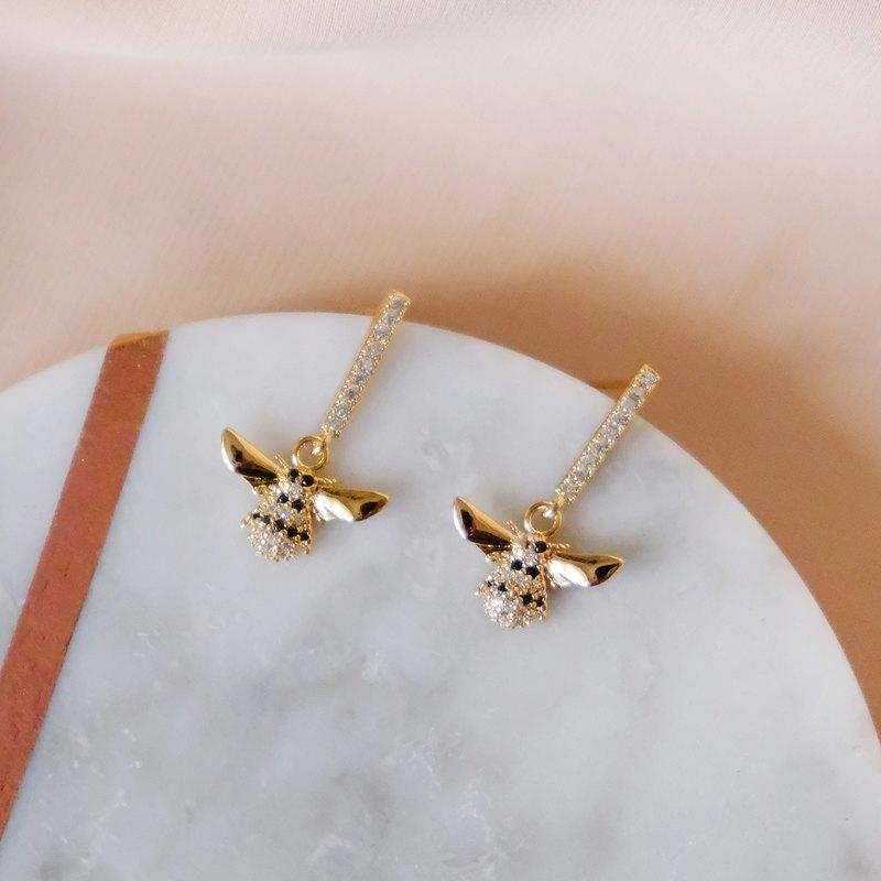 ALYSSA & JAMES 蜜蜂鋯石耳環