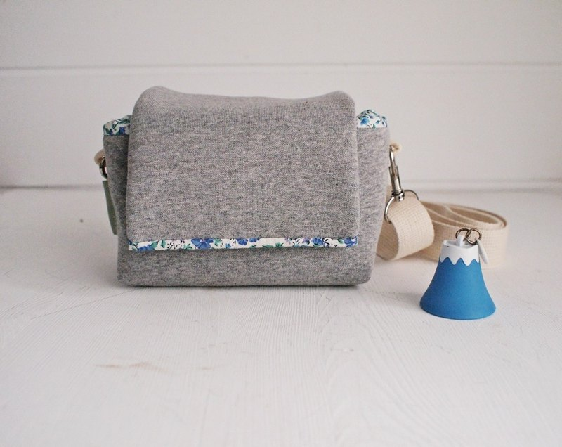 Hairmo simple personality simple zipper camera bag (back side) - dark gray + blue floral +