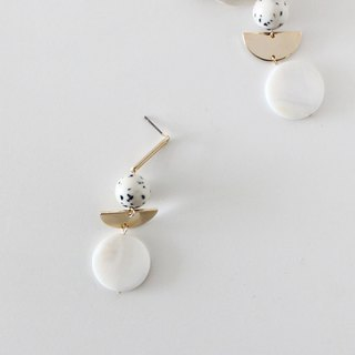 [masii #1 mother-of-pearl earrings] pure white fungus needle