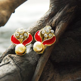{::: Giraffe giraffe people :::} _ red crown diamond antique earrings