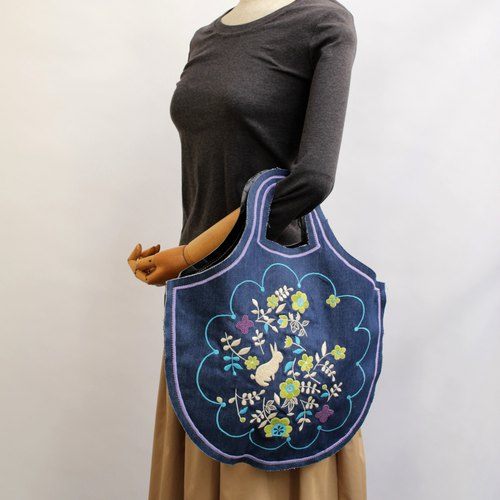 Rabbit garden embroidery · Petanko bag