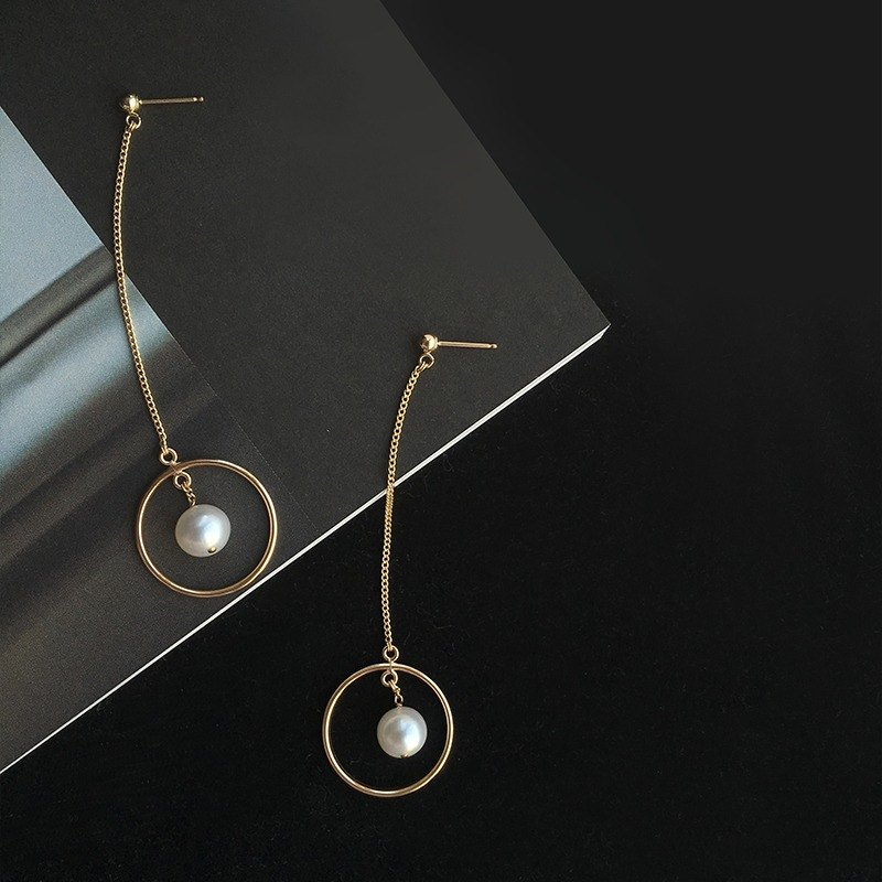 MissQueeny Lonely Planet / 14k gold small circle of natural pearl earrings