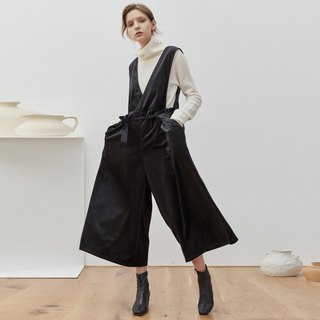 Black crepe velvet autumn and winter texture jumpsuit V-neck tie split wide leg wide pants loose nine pants