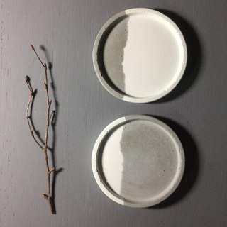 Couple - Small round concrete tray as desk organiser or accessories holder