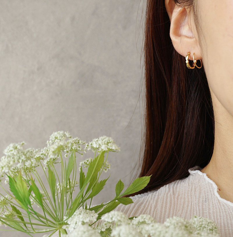 W Pattern Earrings