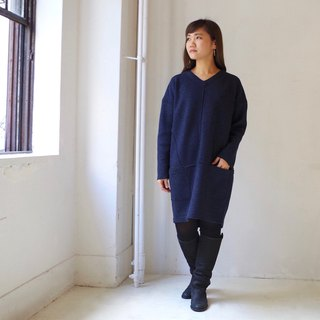 [Made in Japan] V neck wool reversible cocoon dress - navy × dark gray