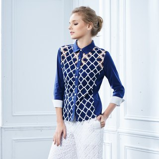 Filigree embroidered three-quarter sleeve shirt