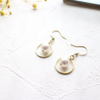 The circles-Crystal pearl brass earrings