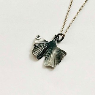Small ginkgo sterling silver clavicle chain