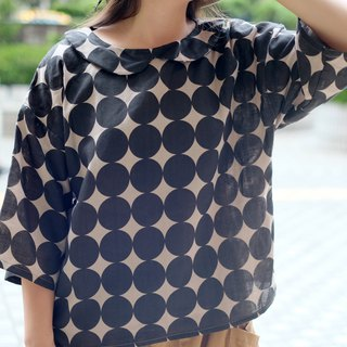 Connected black circle decorative collar short top