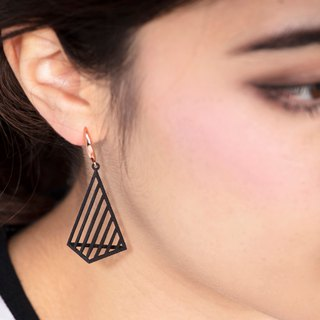 Op Triangle Earring (L) (Black) | illusion Collection