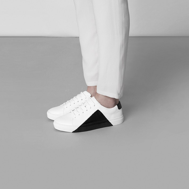 THEY New York - Triangle Low in White-Black