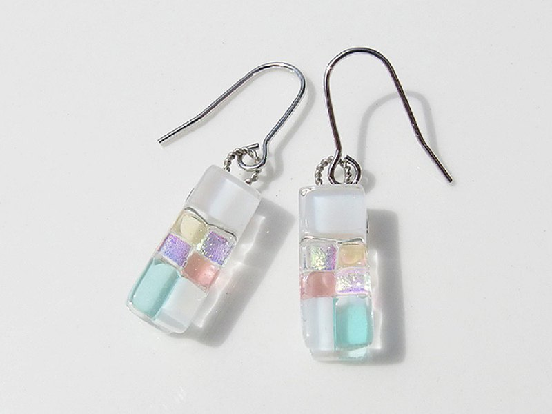 Snow glass (Yuki [powder snow]) Earrings / earrings [Choice of metal fittings] [Made to order]