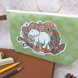 <Animals in the Secret Land> Elephant graffiti Clutch Bag