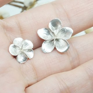 Snow / Tong flower / sterling silver earrings (large)