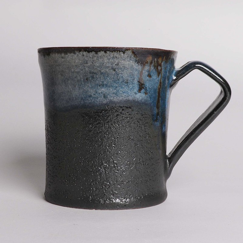 Black mud blue pot